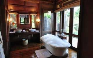 Интерьер ванной комнаты под дерево
