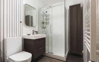 Интерьер ванны с душевой кабиной и стиральной