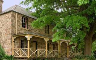 Дом из камня и дерева фото