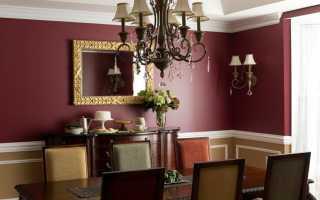 Комната с бордовыми обоями