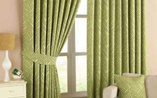 Сочетание зеленых штор в интерьере