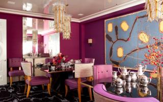 Комната с розовыми обоями