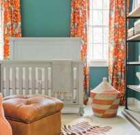 Интерьер с оранжевыми шторами