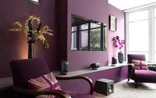 Комната с фиолетовыми обоями