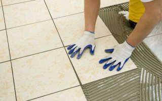 Как наклеить плитку на пол