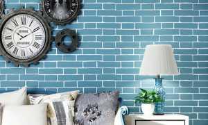 Кирпичная стена и диван