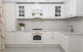 Интерьер белой кухни в современном