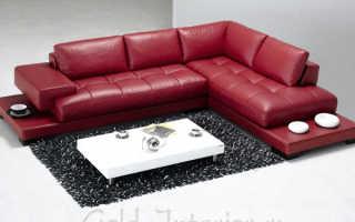 Интерьер с бордовым диваном