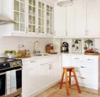 Дизайн кухни с белым гарнитуром фото